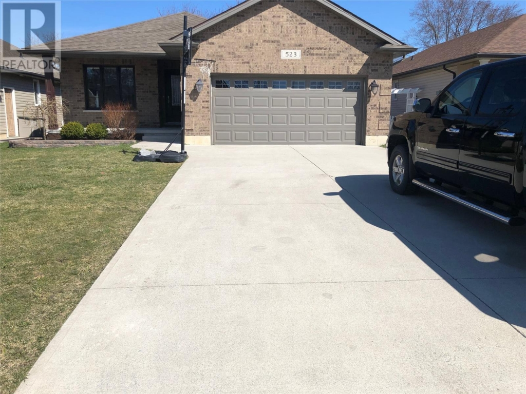 Real Estate Listing   523 NETTYS WAY Plympton-Wyoming