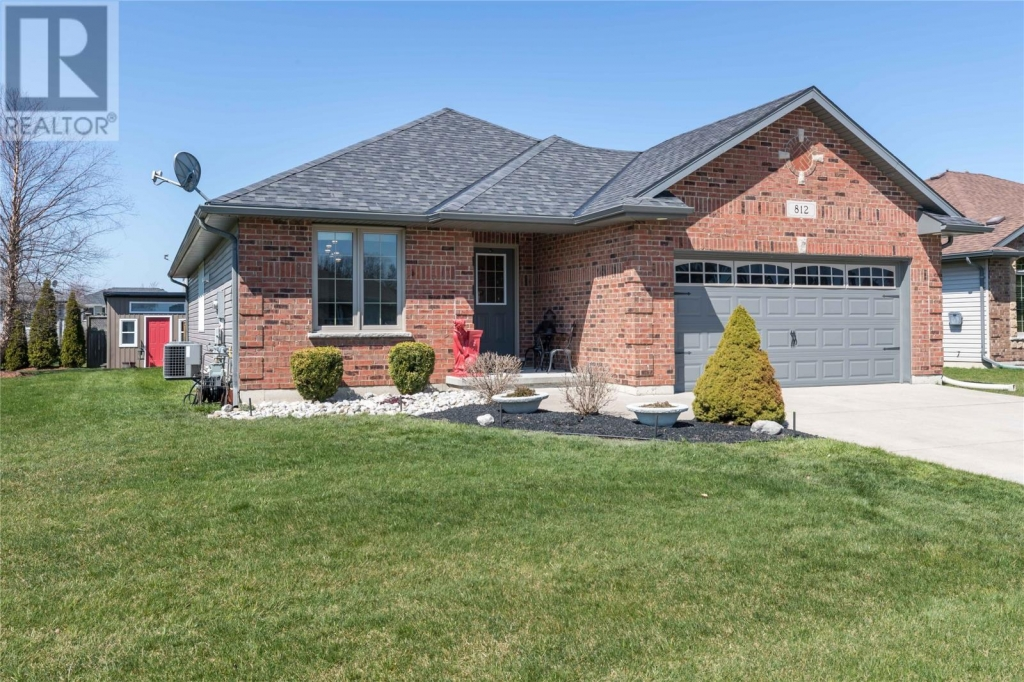 Real Estate Listing   812 SECOND CRESCENT Plympton-Wyoming